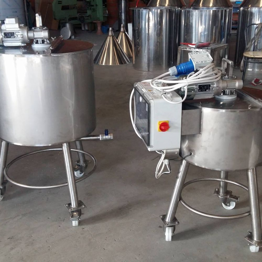 STAINLESS STEEL TANKS WITH AGITATOR - MIXER